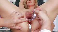 Double-hole gyno exam of hot MILF Kaylea Tocnell